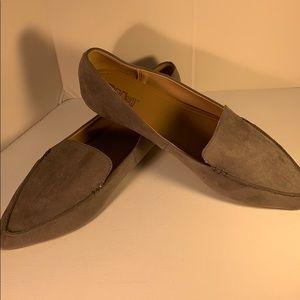 👠NWT Gray Pointy-Toe Flats